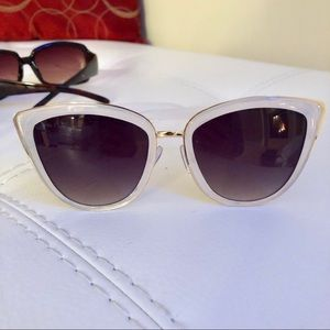 Accessories - NWOT White with Gold Detail Sunglasses